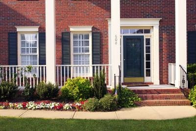 How to Decorate the Front Porch on Colonial Homes | eHow