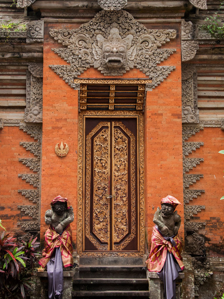 Ubud city – Ubud Palace, Pura Saraswati and Museum Pura Lukisan  Sonya and Travis