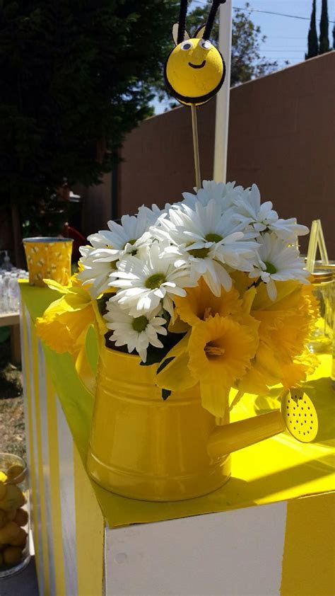 64 best images about Bee themes party on Pinterest   Bee