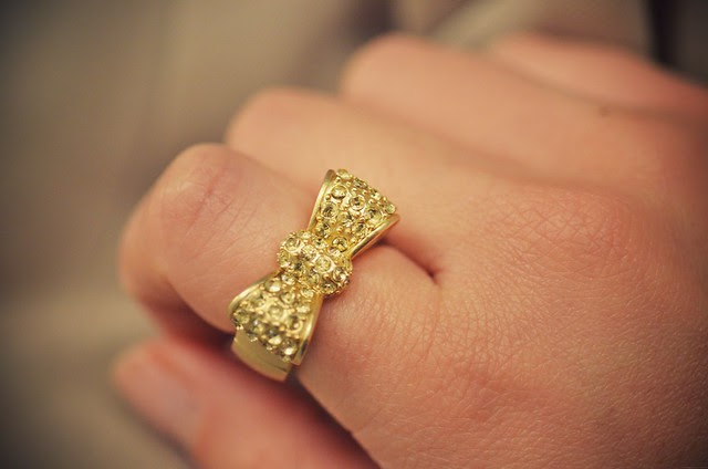 gold bow-tie ring