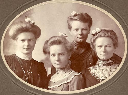 Isacksen Sisters