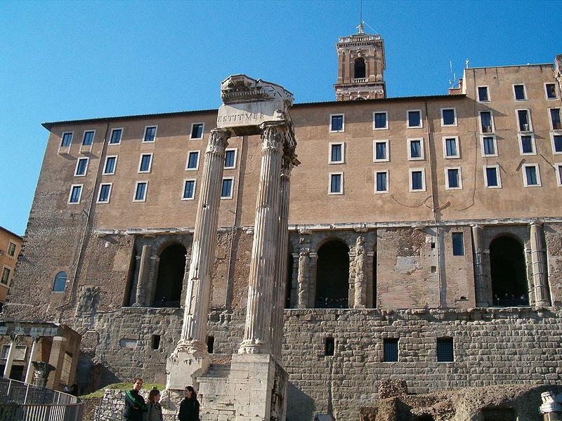 File:Tempio Divo Vespasiano Foro Romano.jpg