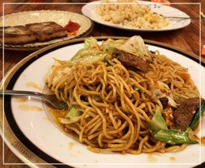 懐かしいような味だけど異国な風味の北京ダック焼きそばでした。