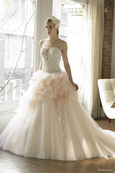 Dazzling and elegant light pink wedding dress: Pictures