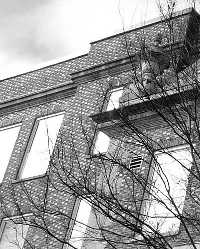 P1000478-2010-01-31-Shutze-Grady-HS-East-Facade-NE-Corner-Brick-Sparkle-bw