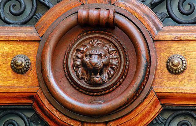 Lion Head Door Knocker [enlarge]