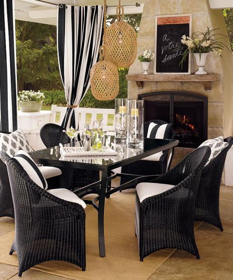 Home decor trend alert–black and white stripes