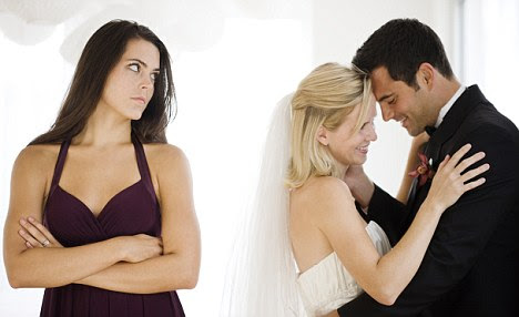 John Molloy, author of Why Men Marry Some Women And Not Others, says that many women simply do not push hard enough for marriage