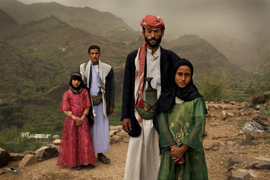 Πρώτο                                                            βραβείο -                                                            'Σύγχρονα                                                            Θέματα,                                                            Ιστορίες'.                                                            Παντρεμένο                                                            ζευγάρι στην                                                              Υεμένη. Αυτός                                                            25, αυτή 6                                                            ετών