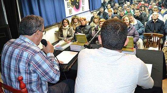 Uno de los aspectos más llamativos de la presentación del libro sobre los orígenes del Rayo Vallecano fue la numerosa presencia de aficionados muy jóvenes. (© Foto: A. LUQUERO / Vallecasweb.com)