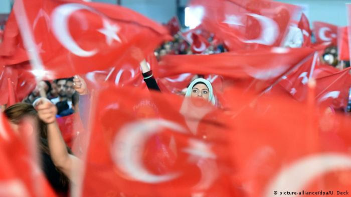 Erdogan-Anhänger (Archivfoto: dpa)