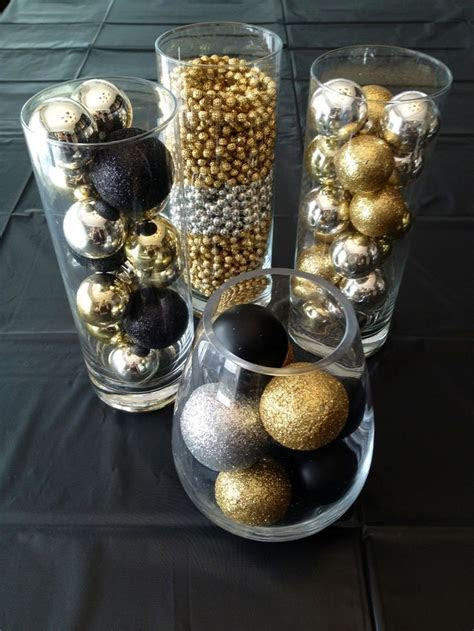 20 Chic Holiday Decorating Ideas with a Black, Gold, and