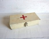 First Aid Vintage French Red Cross Metal Box - RuedesTrouvailles