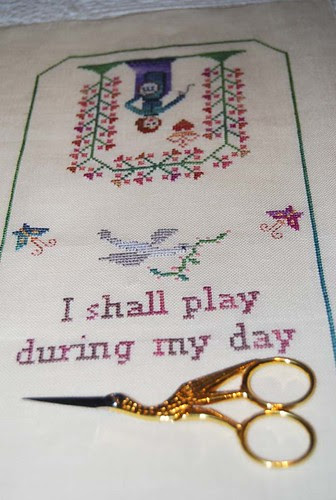 While I darn sewing set wip