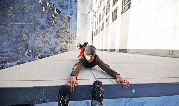 dizzying photos of ukrainian daredevil hanging from tall buildings 03 in Dizzying Photos of Ukrainian Daredevil Hanging from Tall Buildings