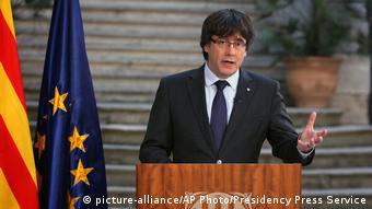 Spanien Katalonien Rede Carles Puigdemont (picture-alliance/AP Photo/Presidency Press Service)