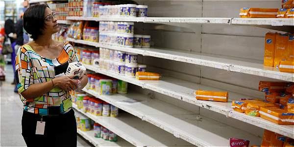 Venezuela sufre una alta inflación, atizada por un desabastecimiento de alimentos y productos básicos como jabón y desodorante.