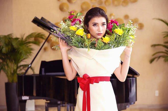 Ngang nhiên mượn thiết kế của Moschino, nhưng bó hoa Tiêu Châu Như Quỳnh lại kém sắc trầm trọng - Ảnh 3.