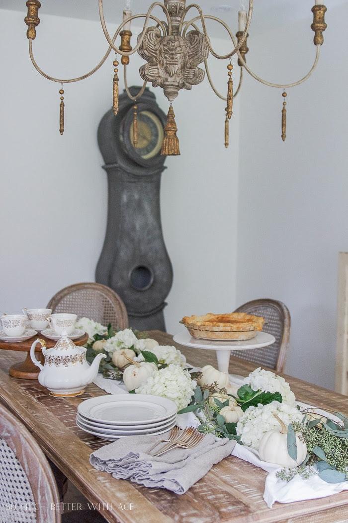 mora-clock-thanksgiving-table-pie-dessert-106