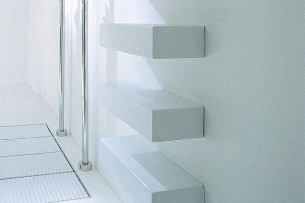 Изящные керамические полки для ванной