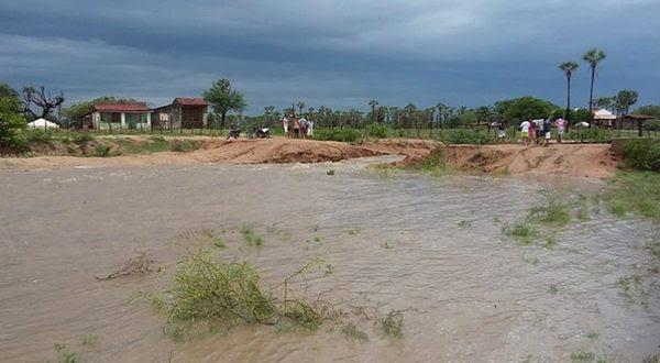 Lagoa do Apanha-Peixe, em Caraúbas, recebeu águas da chuva (Foto: Santana Notícia).