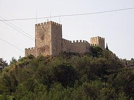 Castelo de Sesimbra - vista exterior.JPG