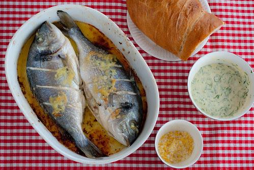 Whole baked seabass with lemon salt / Küpsetatud kuld-merikoger sidrunisoola ja küüslaugumajoneesiga