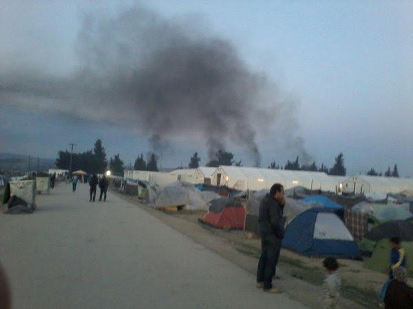 Ειδομένη ώρα μηδέν: «Καζάνι» που βράζει ο καταυλισμός – Φωτιές και συγκρούσεις με την Αστυνομία λίγο πριν την γενικευμένη εξέγερση – Αποκλειστικές εικόνες (vid) - Εικόνα5