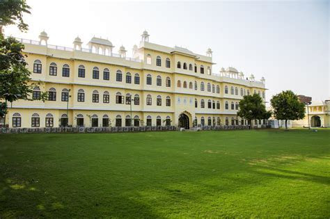 The Grand Uniara Hotel based in Jaipur is the best wedding