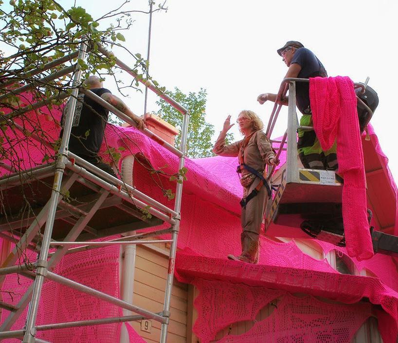 pink-house-crochet-designboom-02
