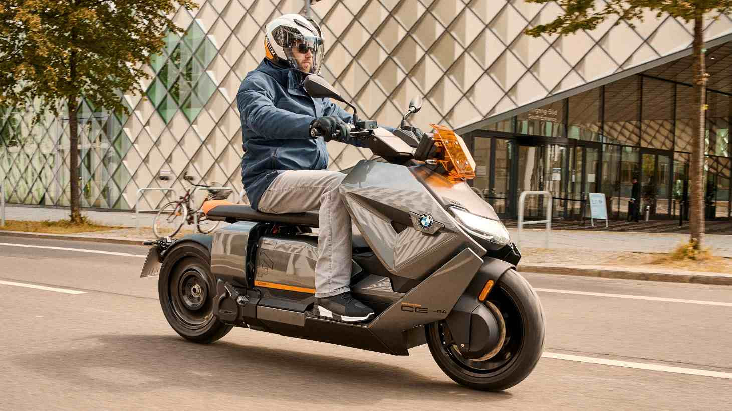 The BMW CE 04 can get from 0 to 50 kph in just 2.6 seconds. Image: BMW Motorrad