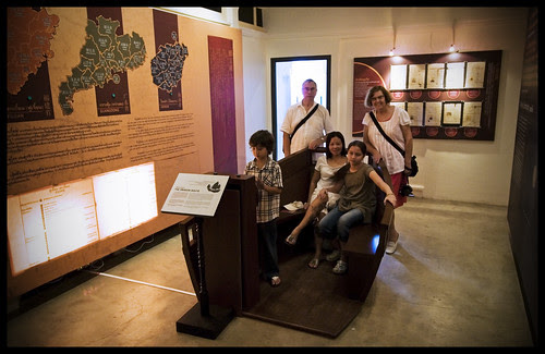 Family at Thai Hua Museum