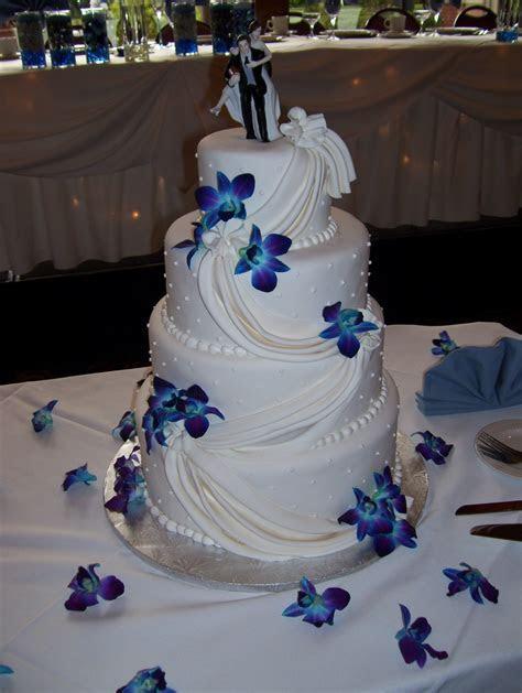 Blue orchid wedding cake   idea in 2017   Bella wedding
