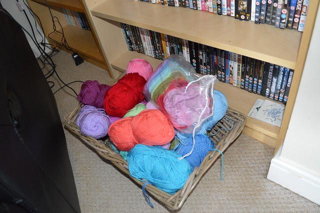Wicker basket for blanket yarn