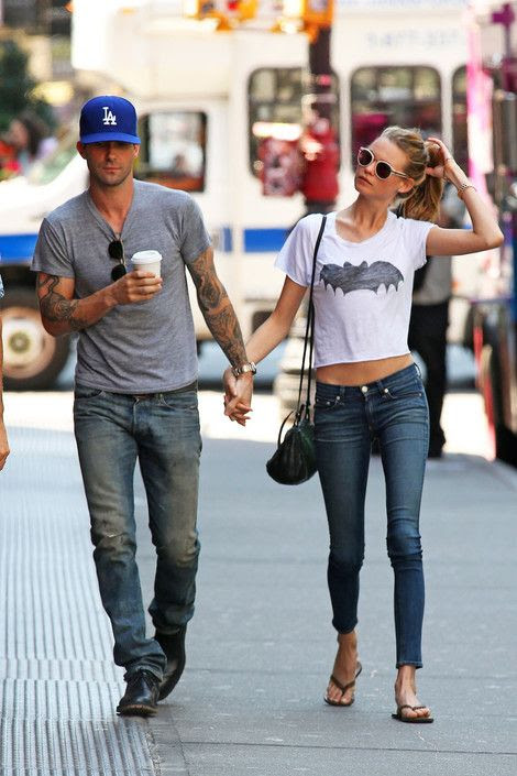 Adam Levine ve Behati sokak stil
