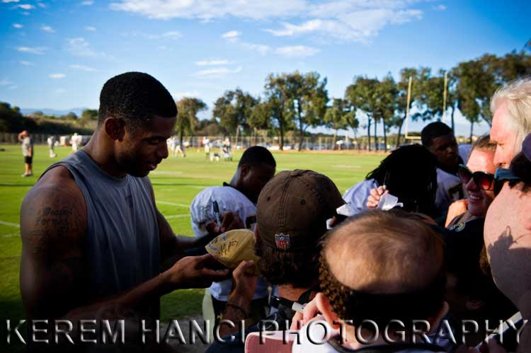 New Orleans Saints' wide receiver Marques Colston signing Vivienne's hat