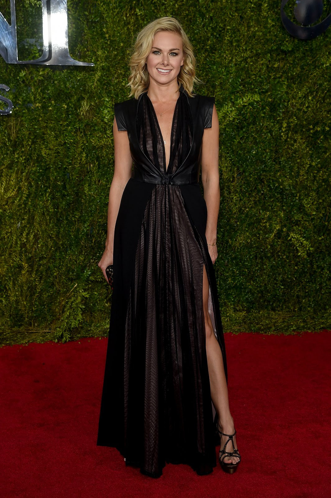 http://media.vogue.com/r/h_1600,w_1240/2015/06/07/laura-bell-bund-tonys-red-carpet.jpg