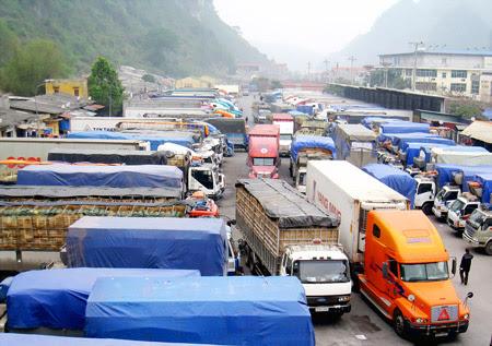 Nhiều xe chở nông sản ách tắc tại cửa khẩu