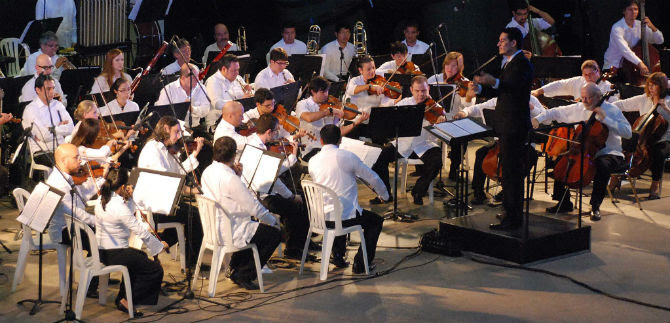 Con pianistas europeos, orquesta filarmónica ofrece concierto en Cali