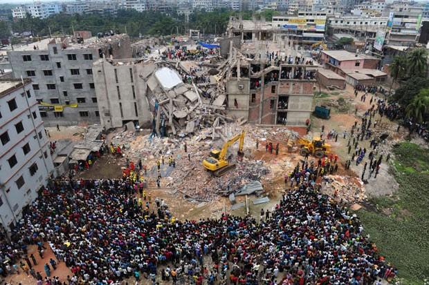 Prédio de oito andares desabou na localidade de Savar (Foto: Munir uz Zaman/AFP)