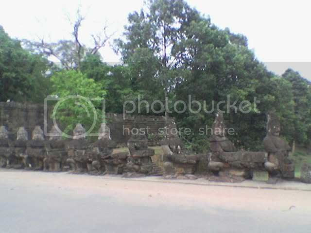 Photo taken from hp: Angkor Thom - Bad Statues