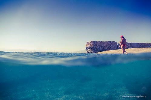 La chica de la playa by Alfredo Romero Fotografias 