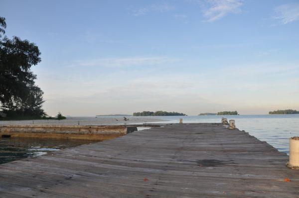 Dermaga menghadap ke Pulau Marina