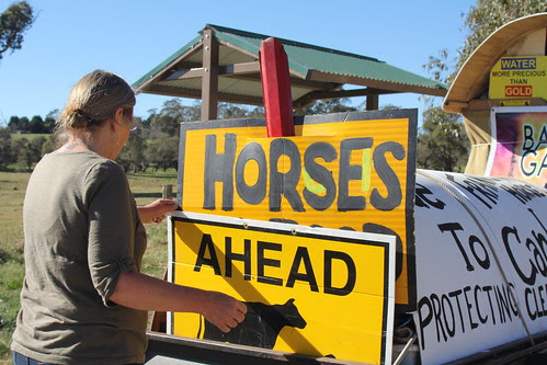 IMG 4275 Suzanna fixes the horses sign