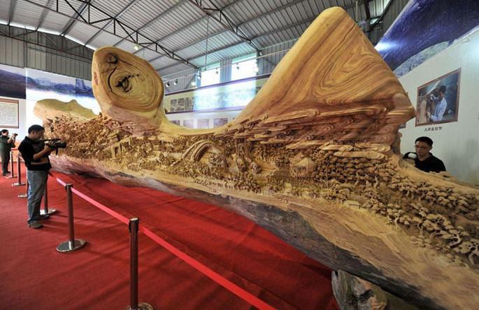 longest_wooden_carving_masterpiece_3