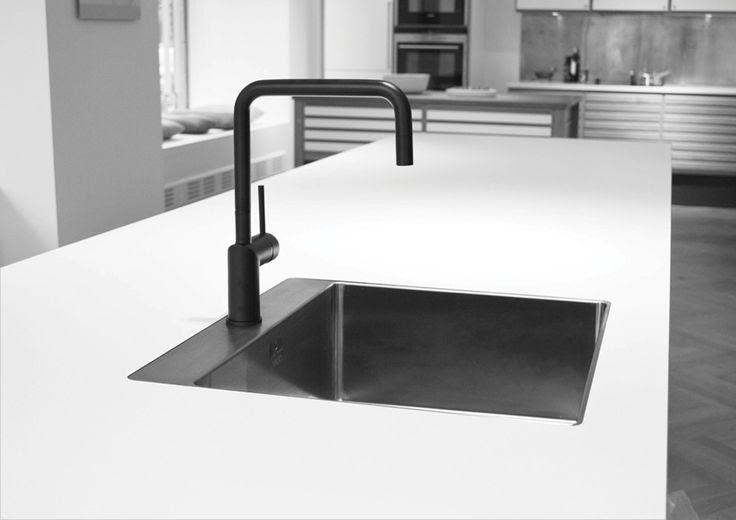 KOTI Nivito musta keittiöhana Stalan musta allas