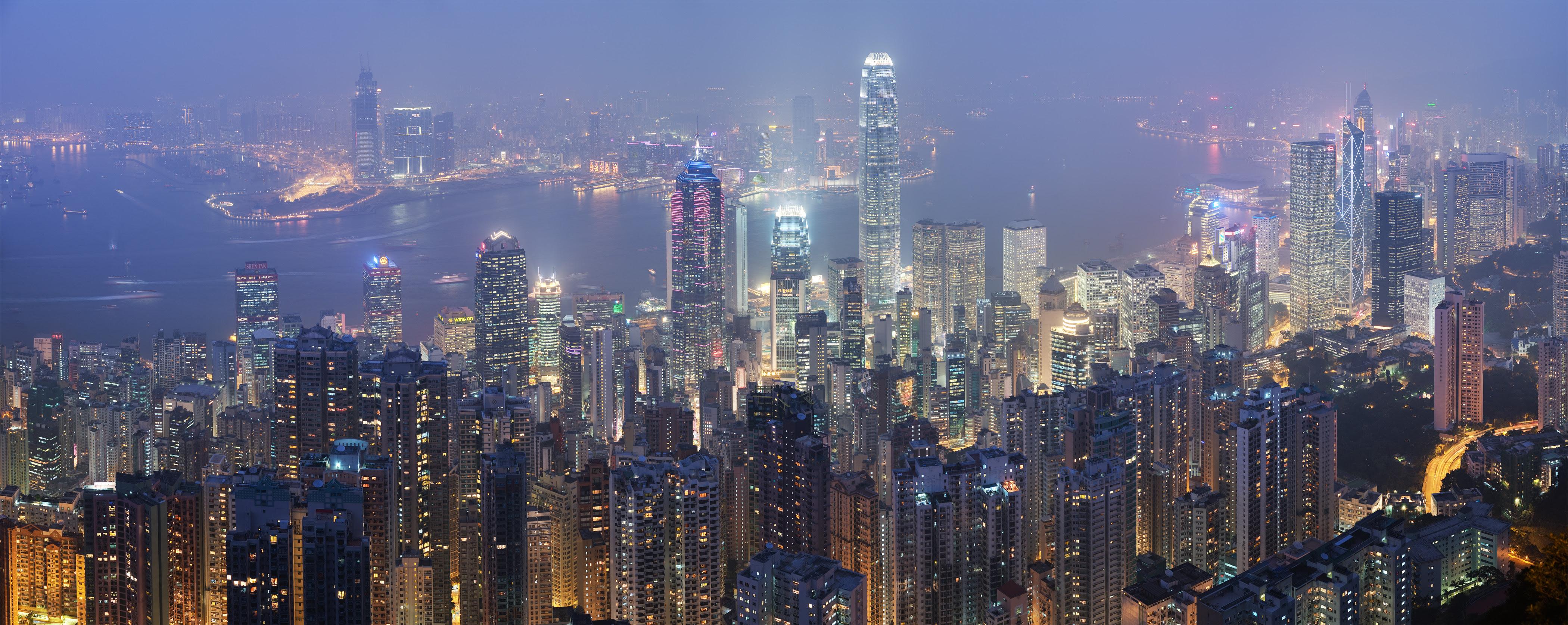 http://upload.wikimedia.org/wikipedia/commons/8/8f/Hong_Kong_Skyline_-_Dec_2007.jpg