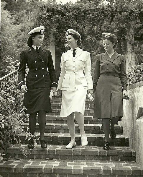 File:US Naval Hospital San Diego Nurses Modeling Uniforms ca1944 02.jpg