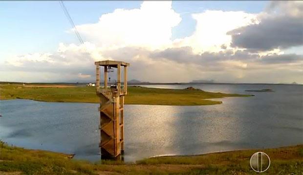 Barragem Armando Ribeiro Gonçalves está com pouco mais de 720 milhões de metros cúbicos, o que equivale a 30% de sua capacidade total (Foto: Reprodução/Inter TV Cabugi)