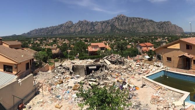 Imatge de com ha quedat la casa de Collbató després de l'explosió